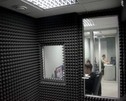Акустическая коррекция звукозаписывающей комнаты телеканала акустическим поролоном Пирамида, а так же ее звукоизоляция