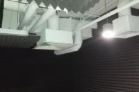 Акустическая коррекция комнаты ТРЦ акустическим поролоном Пирамида и акустическим подвесным потолком