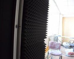 Акустическая коррекция акустическим поролоном Пирамида и звукоизоляция звукоизоляционным материалом macsound prof помещения телеканала