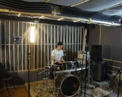 Акустическая коррекция студии игры на ударных бас-ловушками