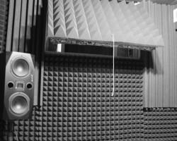 Акустическая коррекция и звукоизоляция домашней студии звукозаписи панелями из акустического поролона и звукоизоляционным материалом macsound prof
