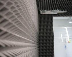 Акустическая коррекция помещения акустическим поролоном Пирамида