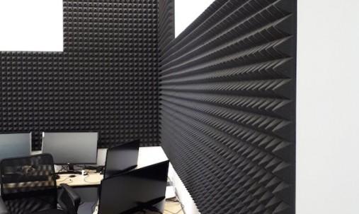 Пример применения Панель из акустического поролона пирамида Ecosound Pyramid Gain Yellow 70 мм.45х45см