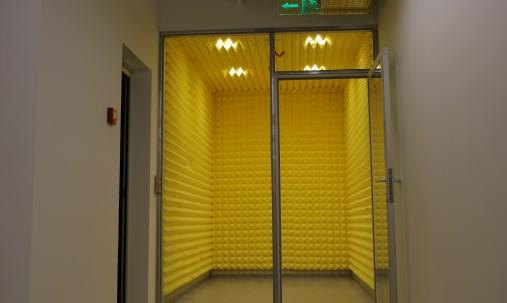 Пример применения Панель из акустического поролона пирамида Ecosound Pyramid Gain Yellow 30 мм.45х45см цвет жёлтый