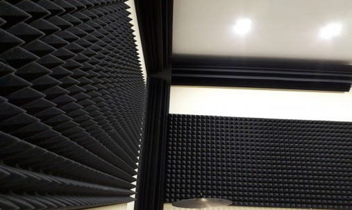 Пример применения Бас ловушка Ecosound Bass trap Ecowave wood 500х500х100 цвет шервуд