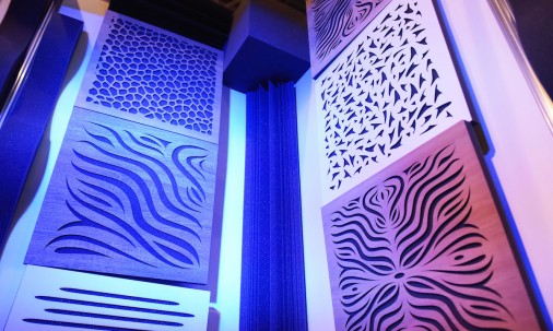 Пример применения Акустическая панель Ecosound Tetras Wood Venge Contrast 50x50см 53мм цвет коричневый в полоску