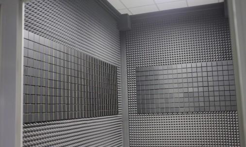 Пример применения Акустическая панель Ecosound EcoBubble white 50х50 см 33мм цвет белый