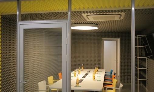 'Пример применения '.Панель из акустического поролона Ecosound Tetras Color толщиной 20 мм, размером 100х100 см, оранжевого цвета