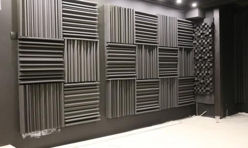 Пример применения Бархатная акустическая панель из акустического поролона Ecosound Velvet Brown 50х25см 50мм. Цвет коричневый