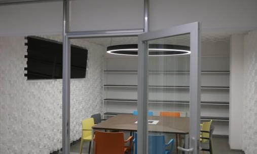 Пример применения Акустический диффузор-рассеиватель Ecosound EcoDIFF foam cream 150мм,50х50 см цвет светлый дуб